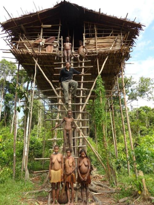 tree house-korowai, Papua with Mac